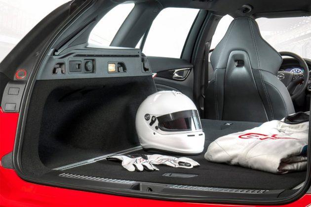 Opel Insignia GSi Sports Tourer interni