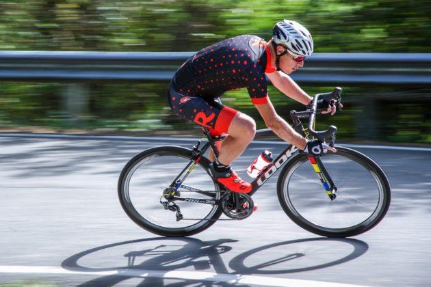Bici Look 785 Huez rs, curva in discesa