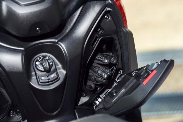 Yamaha X-MAX 125 2018 vano retroscudo