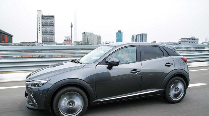 Mazda CX-3 Luxury Edition camera car 3/4 anteriore