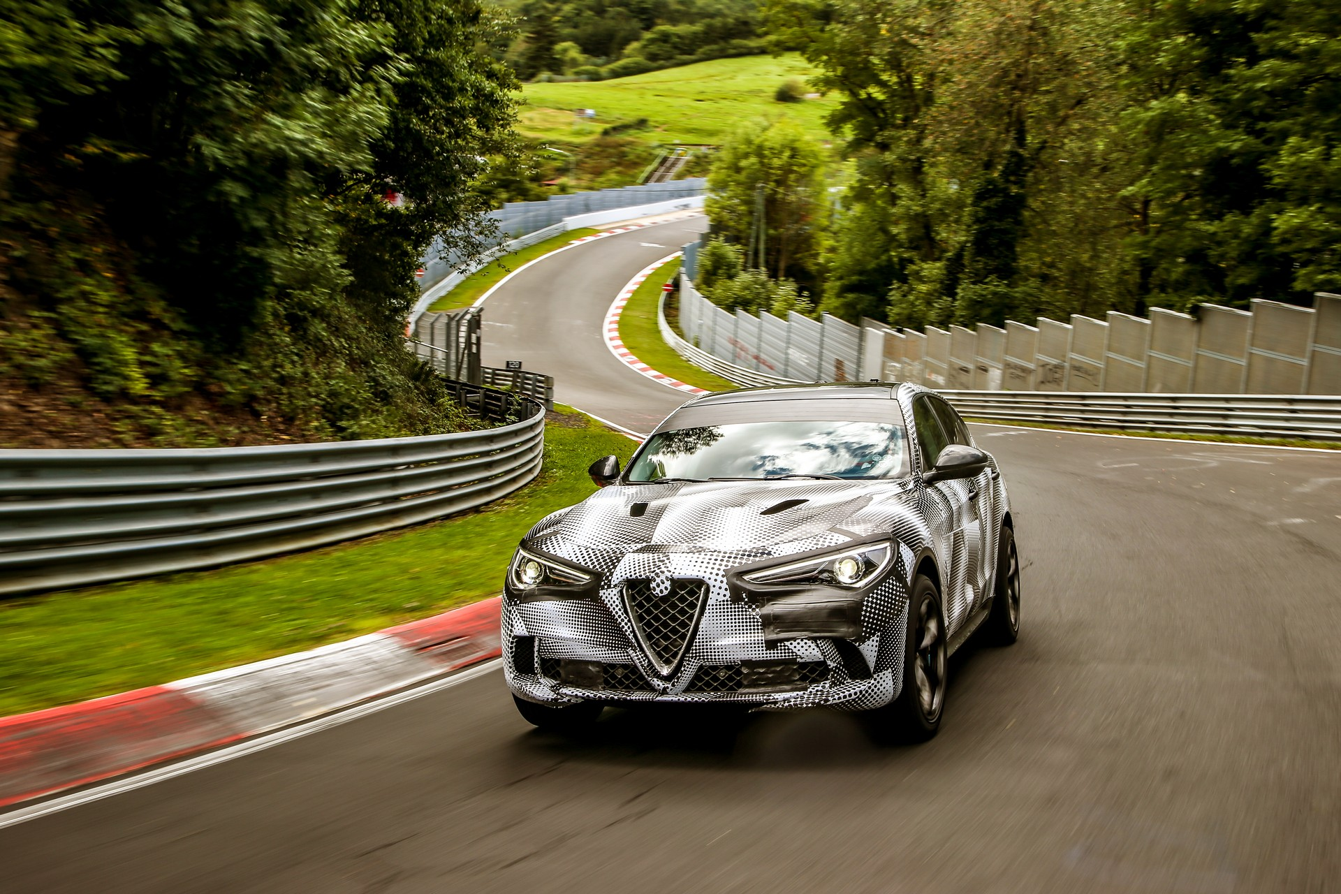 alfa romeo stelvio quadrifoglio record al nurburgring. Black Bedroom Furniture Sets. Home Design Ideas