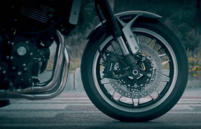 Kawasaki Z900RS avantreno