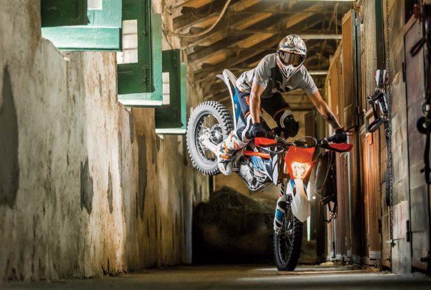 KTM Freeride E-XC - stoppie