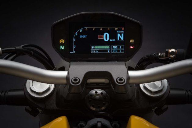 Ducati Monster 821 MY18 - strumentazione