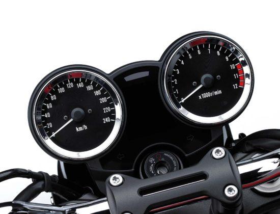 Kawasaki Z900RS 2018 strumentazione