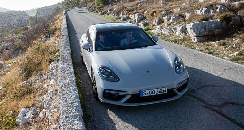 Porsche Panamera Sport Turismo movimento frontale