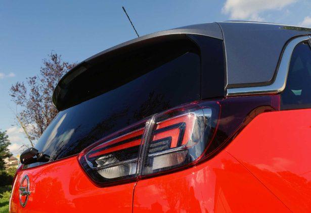 Opel Crossland X dettaglio faro