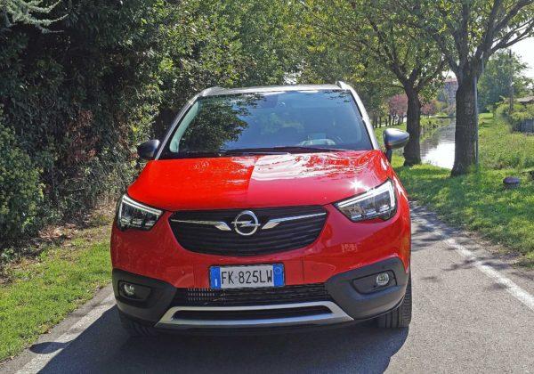 Opel Crossland X movimento frontale