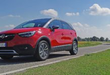Opel Crossland X movimento strada