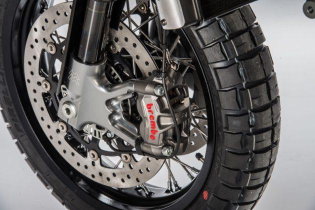 Moto Morino Scrambler 1200 con pinze freno Brembo ad attacco radiale