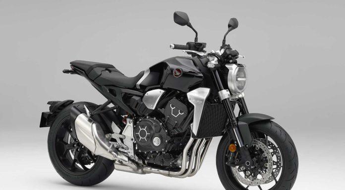 Honda CB1000R frontale su sfondo bianco