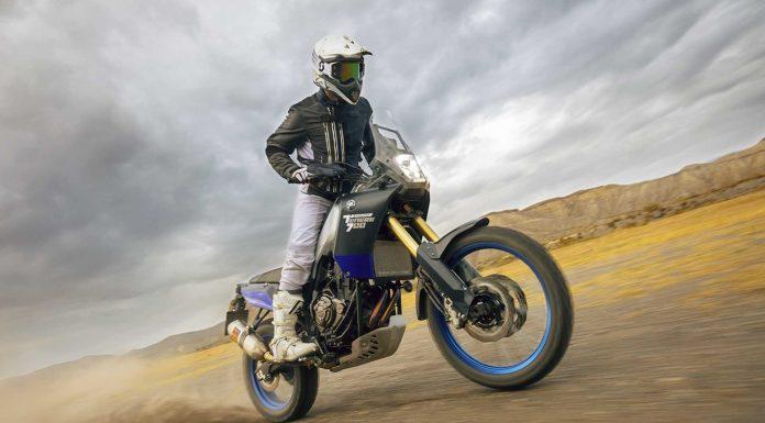 Yamaha Ténéré 700 World Raid frontale laterale pilota sabbia