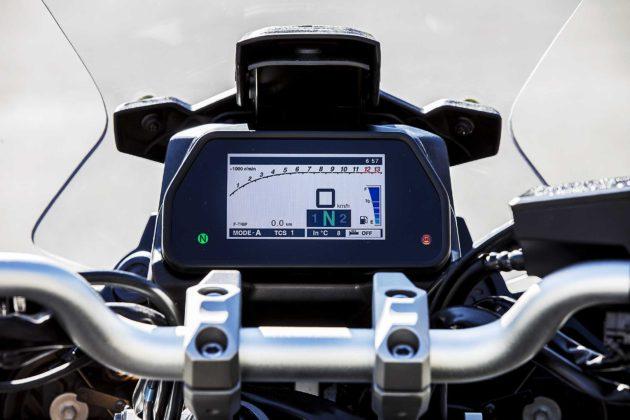 Yamaha Tracer 900 GT 2018 dettaglio strumenti
