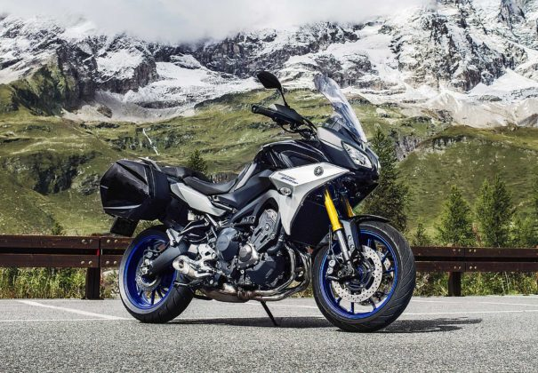 Yamaha Tracer 900 GT 2018 frontale ambientata