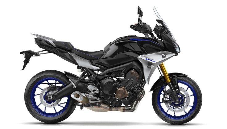 Yamaha Tracer 900 e Tracer 900 GT 2018 laterale su sfondo bianco