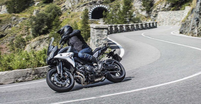 Yamaha Tracer 900 e Tracer 900 GT 2018 curva ambientata