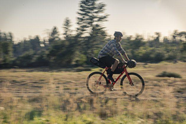 Bicicletta Ibis Hakka MX, foto movimento con bagagli