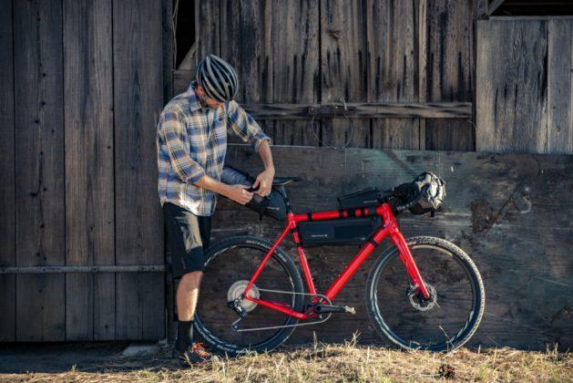 Bicicletta Ibis Hakka MX, foto statica con bagagli