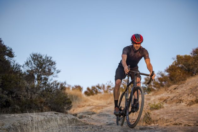 Bicicletta Ibis Hakka MX discesa su roccia