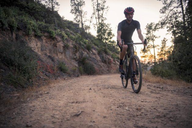 Bicicletta Ibis Hakka MX, discesa su strada sterrata