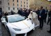 La Lamborghini del Papa Francesco autografa la Lamborghini Huracan RWD