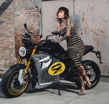 Energica Eva EsseEsse9 con modella