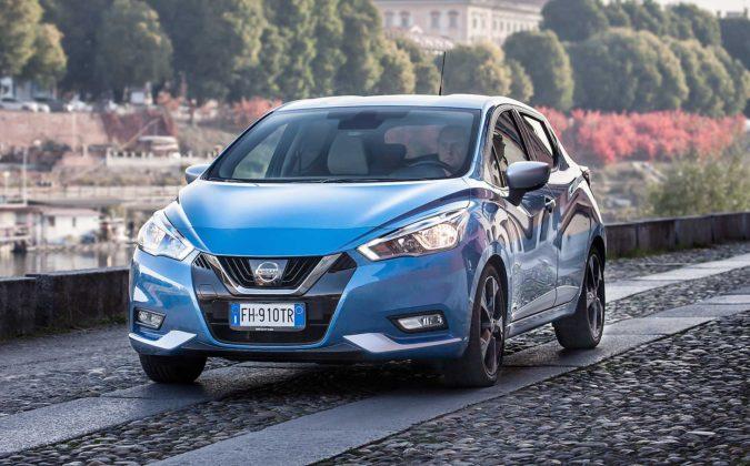 Nissan Micra IGT N-Connecta blu anteriore in azione