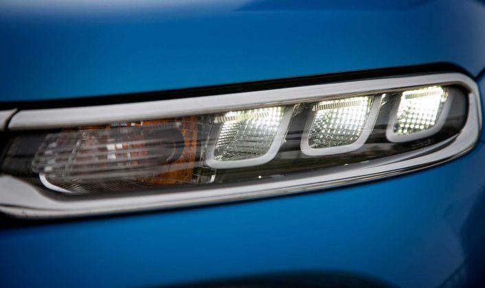 Citroen C3 1600 Hdi blu faro anteriore