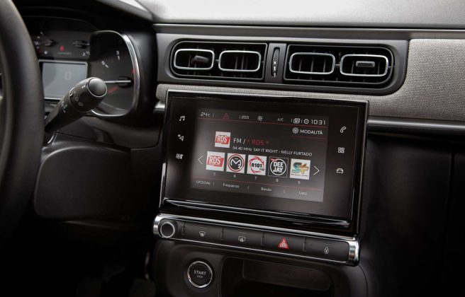 Citroen C3 1600 Hdi blu interno cruscotto touch screen