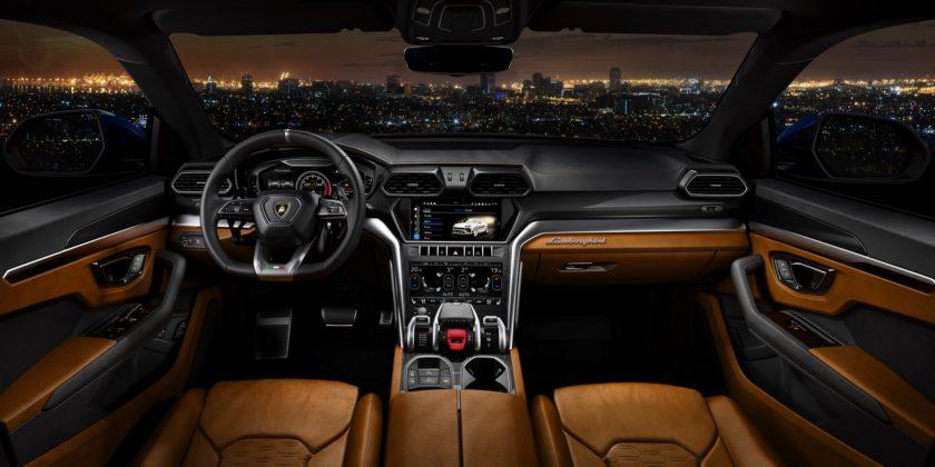 Lamborghini Urus interni