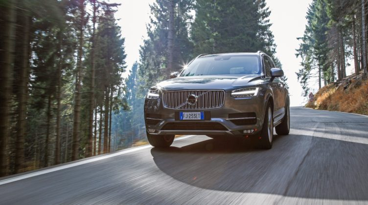 Volvo XC90 D5 Grigia camera car