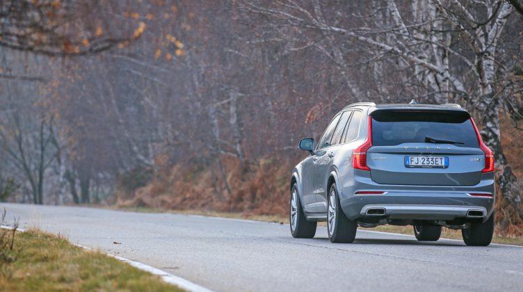 Volvo XC90 D5 Grigia movimento posteriore