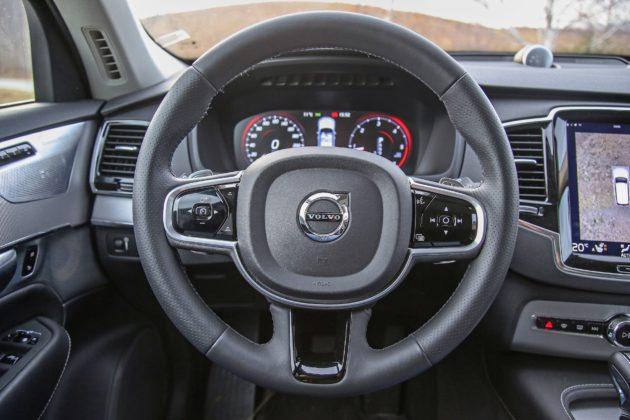 Volvo XC90 D5 Grigia particolare volante e cruscotto