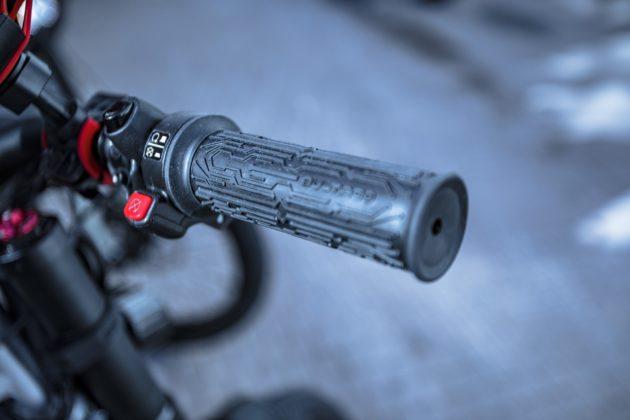 bicicletta elettrica bultaco albero, particolare forcella regolabile