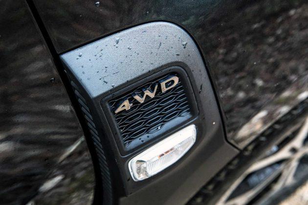 Dacia Duster 2018 particolare fiancatina con logo 4WD