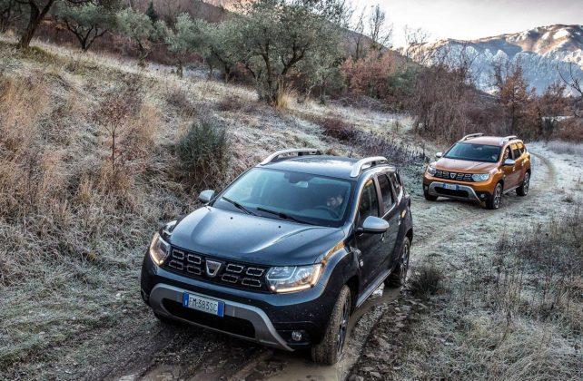 Dacia Duster 2018 movimento fuoristrada auto verde e auto gialla