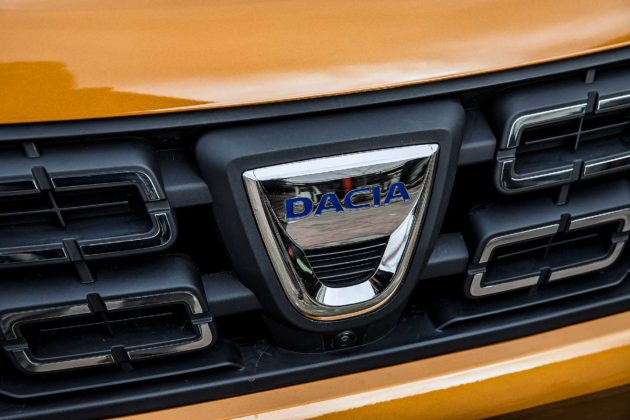 Dacia Duster 2018 particolare logo mascherina