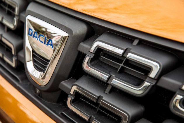 Dacia Duster 2018 particolare mascherina