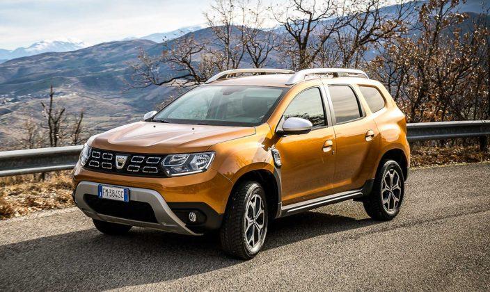 Dacia Duster 2018 gialla movimento curva