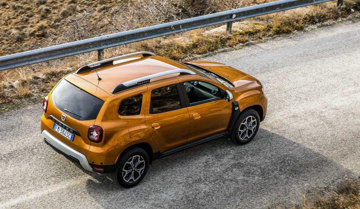 Dacia Duster 2018 movimento dall'alto auto gialla