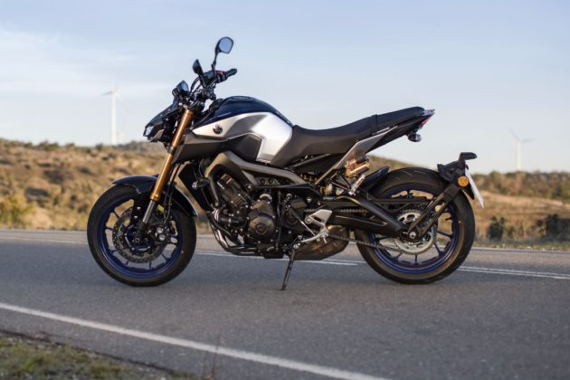Yamaha MT-09 SP In colore silver carbon blue
