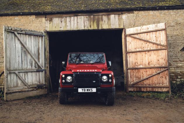 Land Rover Defender V8 rosso fienile