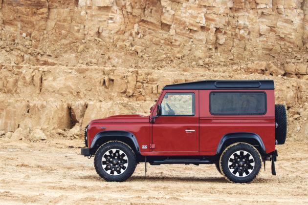 Land Rover Defender V8 statica rossa cava