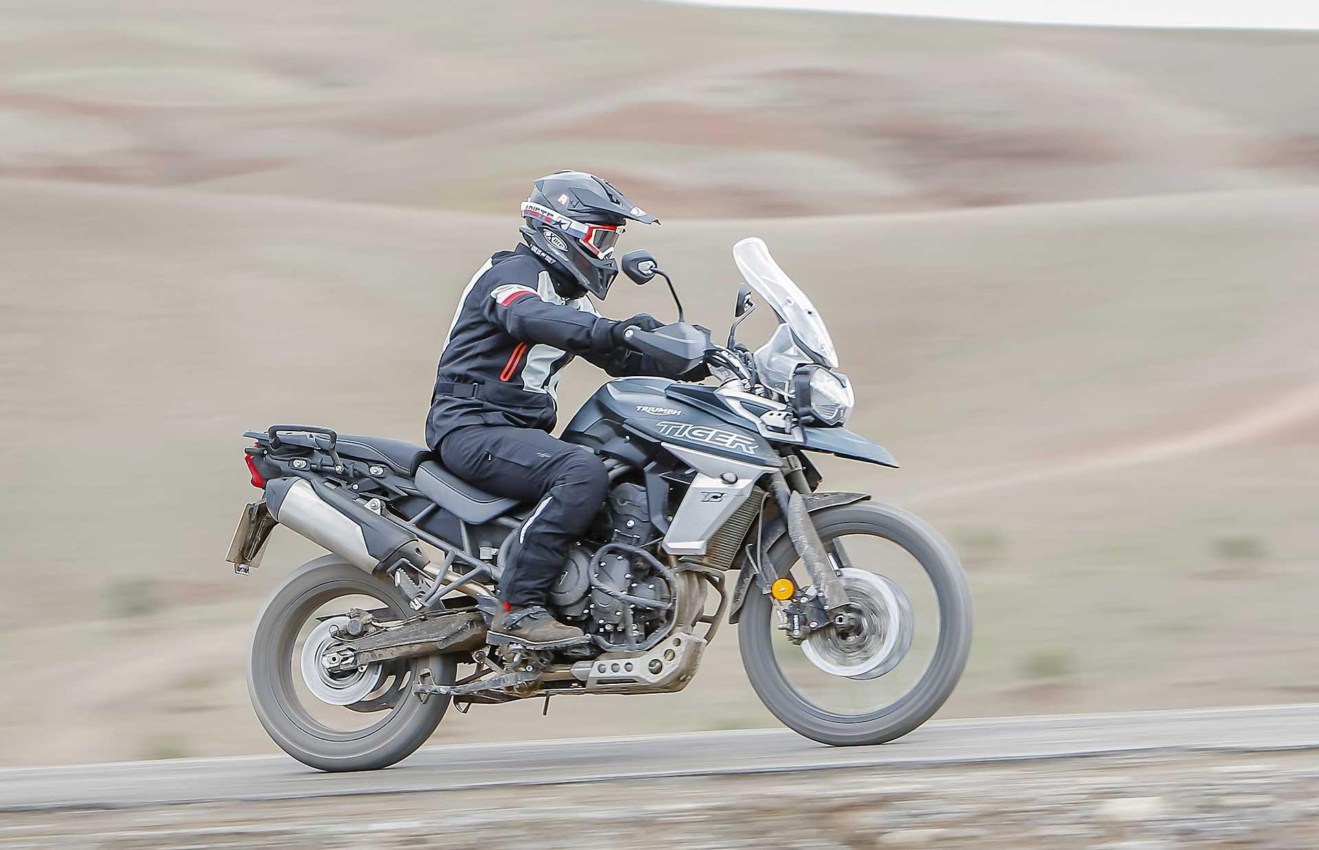 Triumph Tiger 800 2018 movimento asfalto