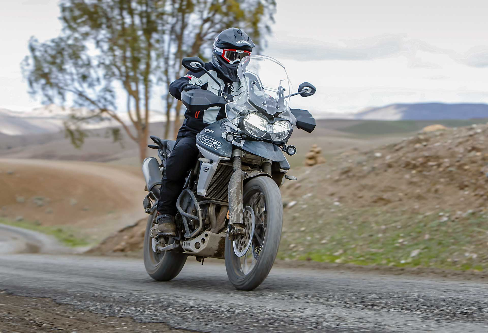 Triumph Tiger 800 2018 movimento asfalto