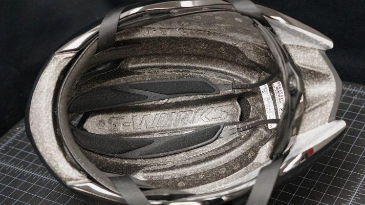 casco da bici specialized s-works evade, vista inferiore, particolare degli interni