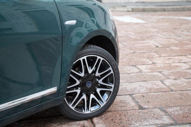 Lancia Ypsilon 2018 Platinum dettaglio gomma