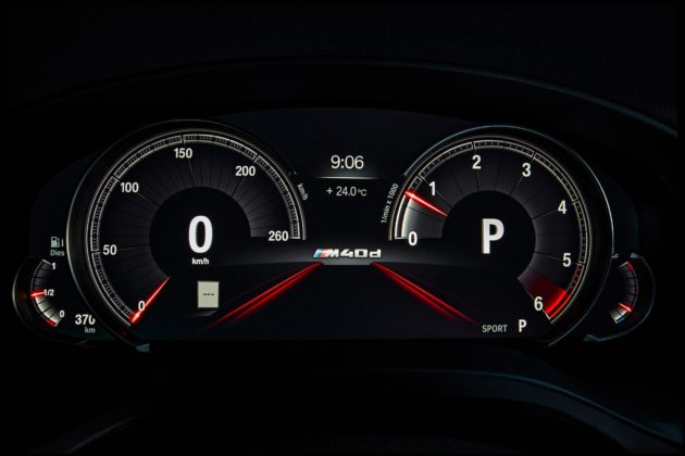 Nuova BMW X4 dettaglio schermo davanti al volante