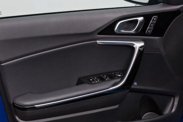 Nuova Kia Ceed dettaglio interno portiera