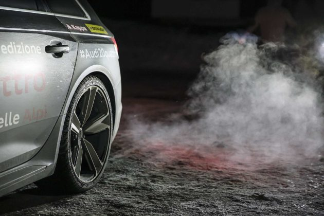Audi RS4 2018 20Quattro Ore delle Alpi particolare cerchio posteriore su neve con fumo